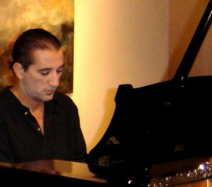 Lucho González al pianismo